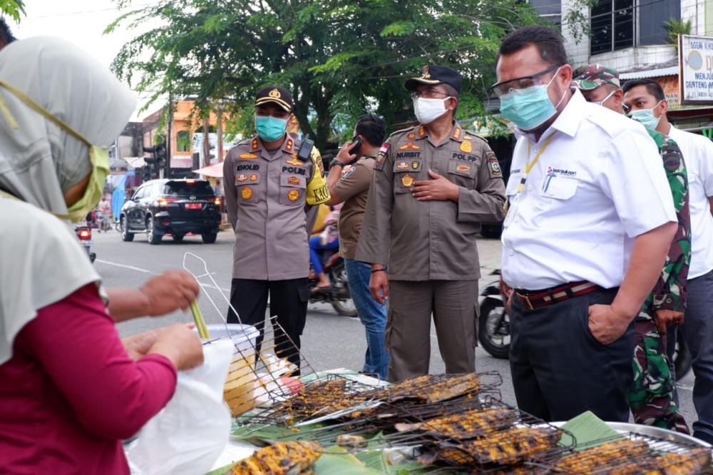 Bupati Kampar Tinjau Langsung Pasar Ramadhan, Catur Ingatkan Jaga Jarak.