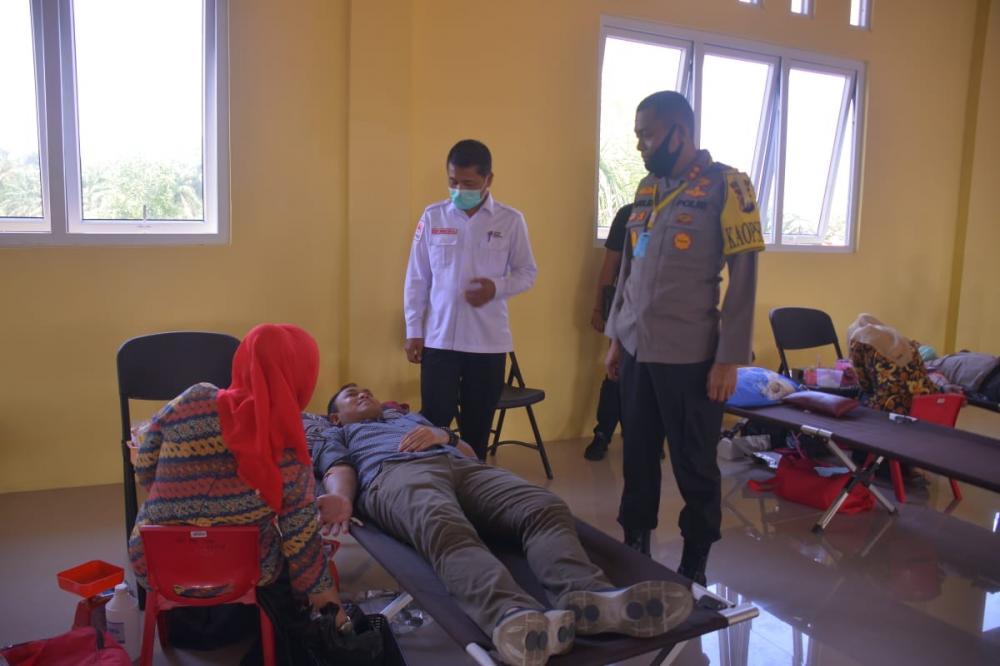 Puluhan Anggota Polres Kampar Hari ini Donorkan Darahnya Lewat PMI Kabupaten Kampar