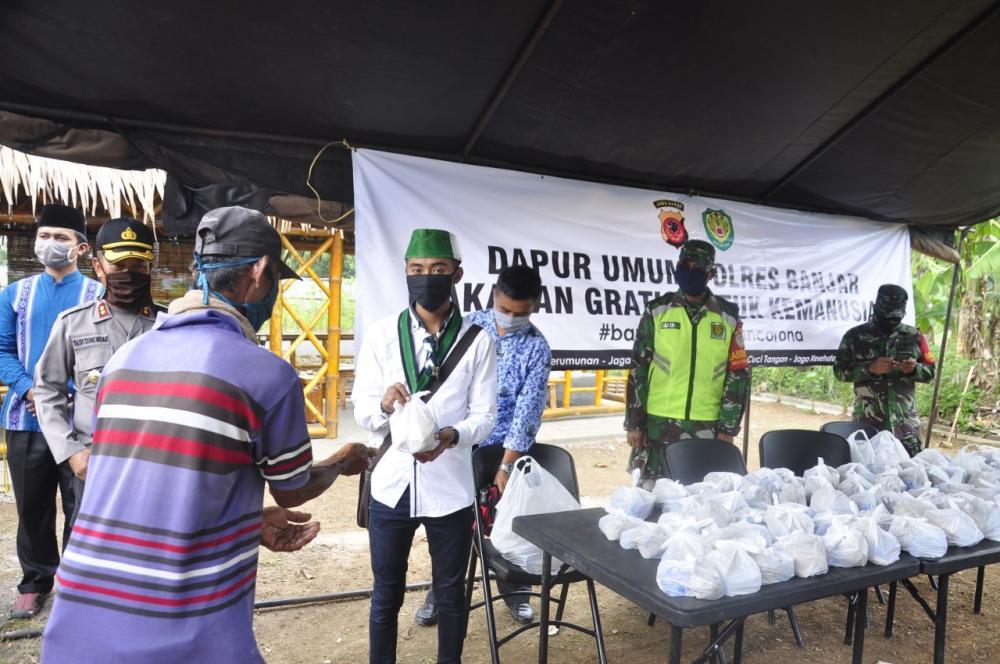 Polres Banjar Berikan Bantuan Didukung Mahasiswa dan The Bomb Persib Banjar Raya