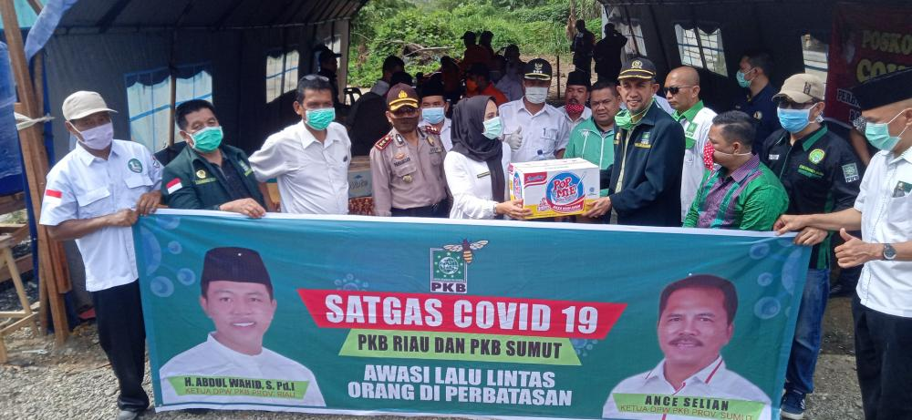 Tanggap Covid-19, PKB Riau dan Sumut Bagikan Masker di Perbatasan