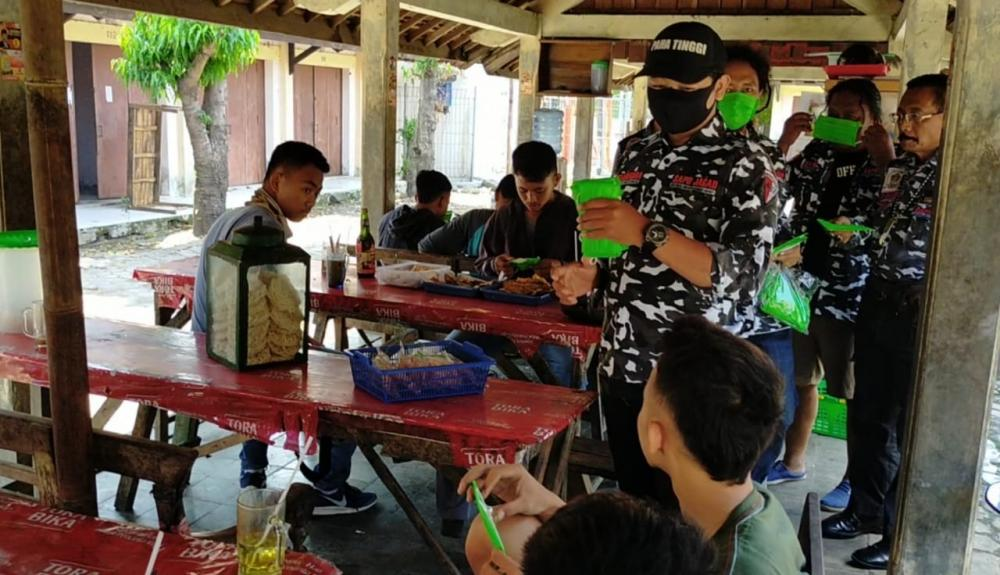 DPD SAPU JAGAD Sragen Gelar Baksos, Bagikan Ribuan Hand Sanitizer dan Masker Gratis