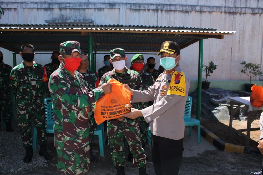 Kapolres Sergai Bersama Dandim 0204/ DS Serahkan Sembako Kepada Babinsa Dan Bhabinkamtibmas