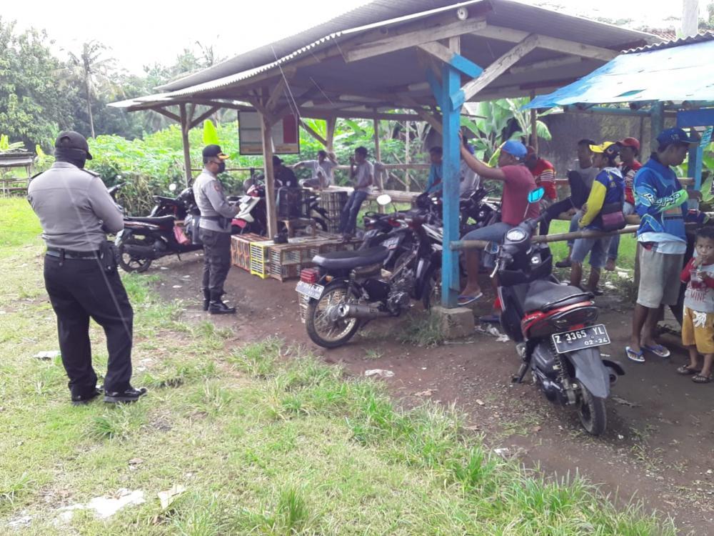 Polsek Banjar Bersama  TNI Bubarkan Latihan Ketangkasan Berung Merpati