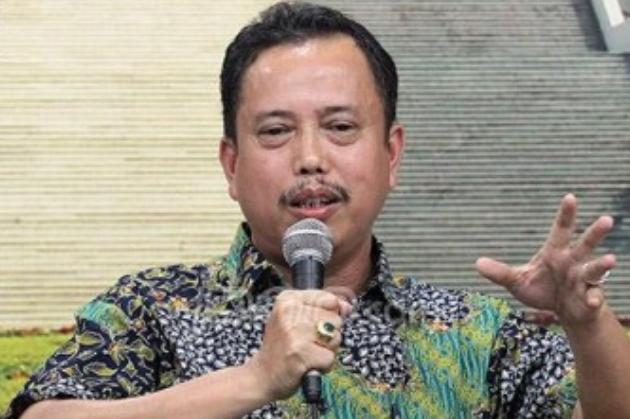 Neta S Pane : Kebijakan Jokowi Mengatasi Covid 19 Aneh,Dilarang Mudik,TKA China Malah Datang