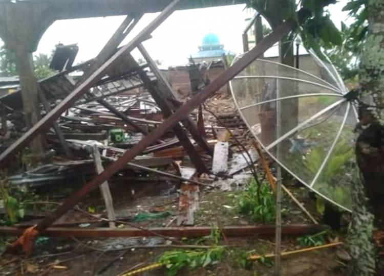 Dahsyatnya Angin Puting Beliung di Sanglar Inhil, Selain Hancurkan Rumah, Ibu dan Bayi Turut Jadi Korban