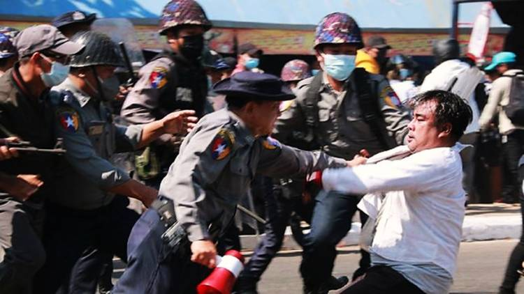 Militer Myanmar Umumkan Perintah Penangkapan Terhadap dokter dan Selebriti di Televisi Pemerintah