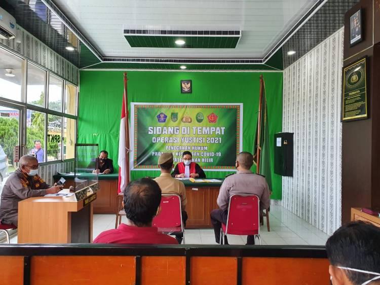 Terjaring Operasi Yustisi Gabungan di  Depan Mapolres Rohil, 30 Pelanggar Didenda