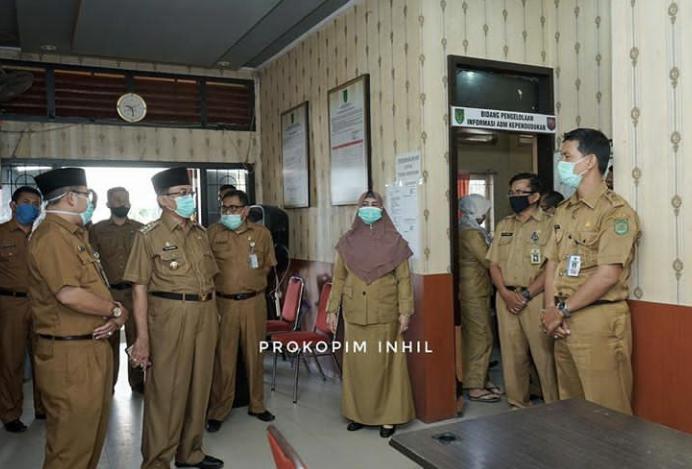 Hari Pertama Kerja Bupati HM Wardan Sidak Beberapa OPD Sebelum Vidcon Dengan Camat di 20 Kecamatan Yang Ada Di Inhil