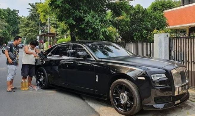 Waduh!! Deny Cagur Bikin Ulah Dengan Mobil Mewah Rolls Royce Raffi Ahmad