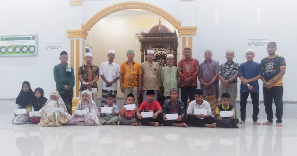 BKM Mesjid Nurussalam Pajak Baru Bagan Batu Berikan Santunan Anak Yatim Piatu di Malam 27 Ramadhan