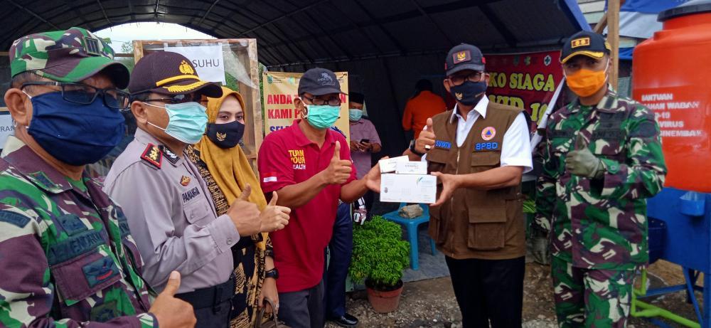 Bupati Serahkan Bantuan APD dan Suplemen ke Posko Siaga Covid-19