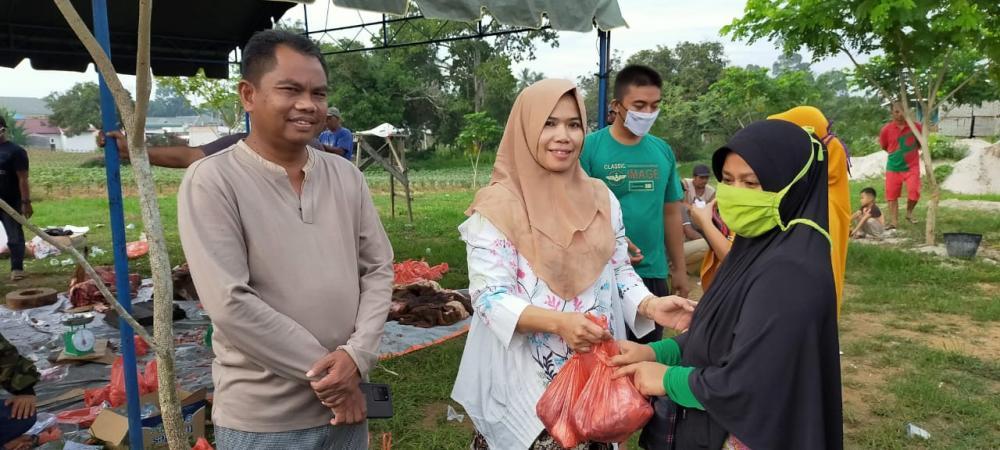 Jelang Lebaran, Wakil Bupati Sergai Bagikan 12 Ton Daging Lembu Subsidi Kepada Masyarakat