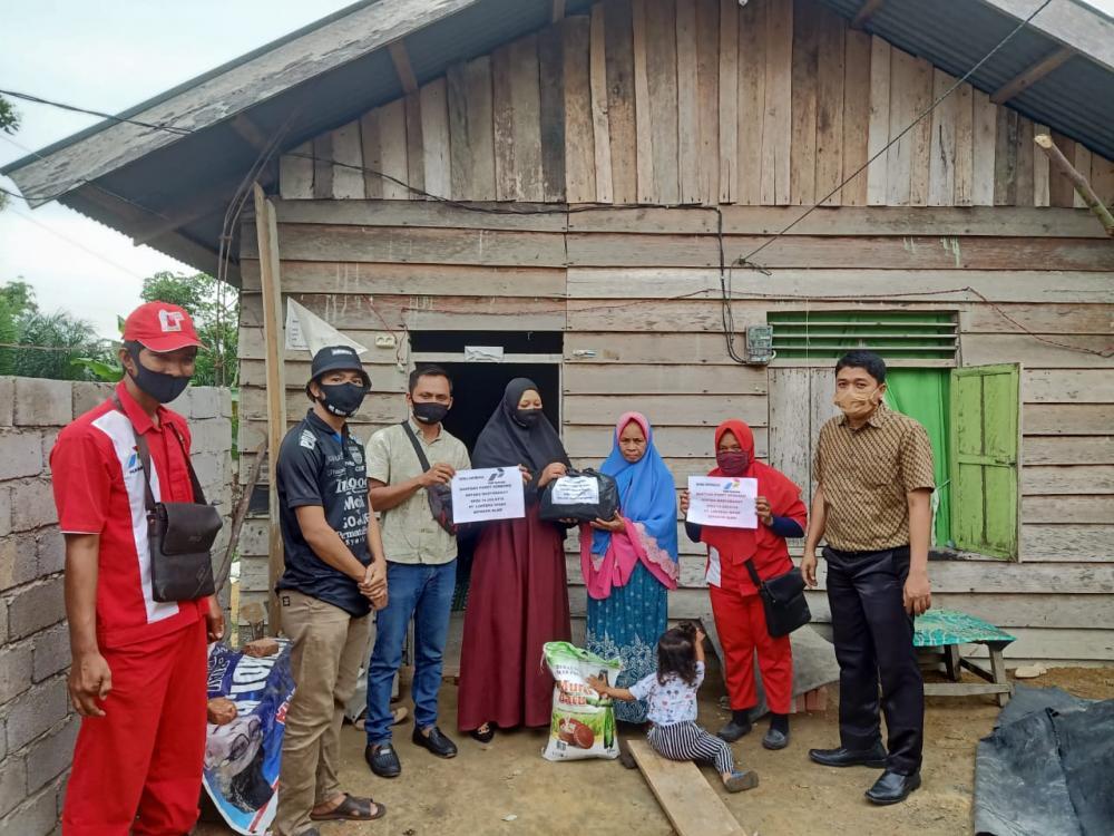 Pimpinan SPBU 14.283.6116 Payo Atap, Bantu Masyarakat Tak Mampu dan Anak Yatim-piatu di Musim Covid-19.