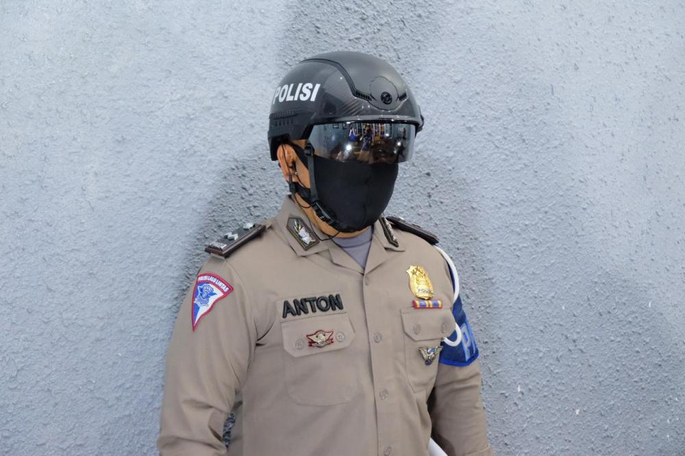 """Polda Riau Gunakan Smart Helmed Thermal """"Robocop"""" Canggih Untuk Tangani Covid-19"""