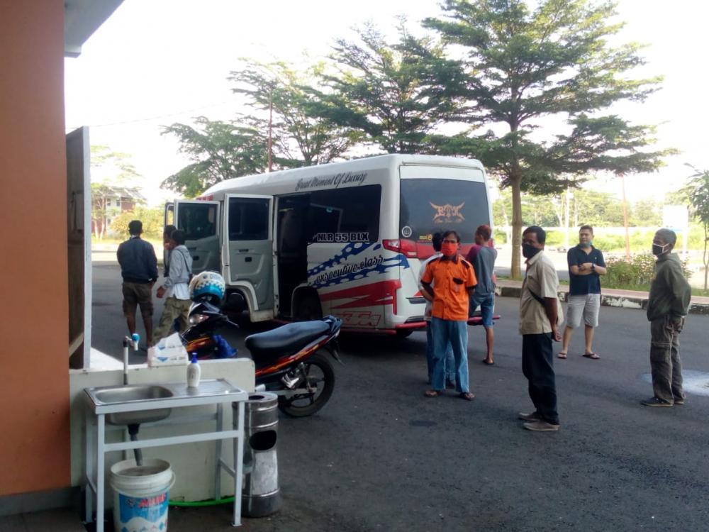 Terjaring Operasi Di Perbatasan, Pekerja Pulang Kampung Harus Dikarantina.