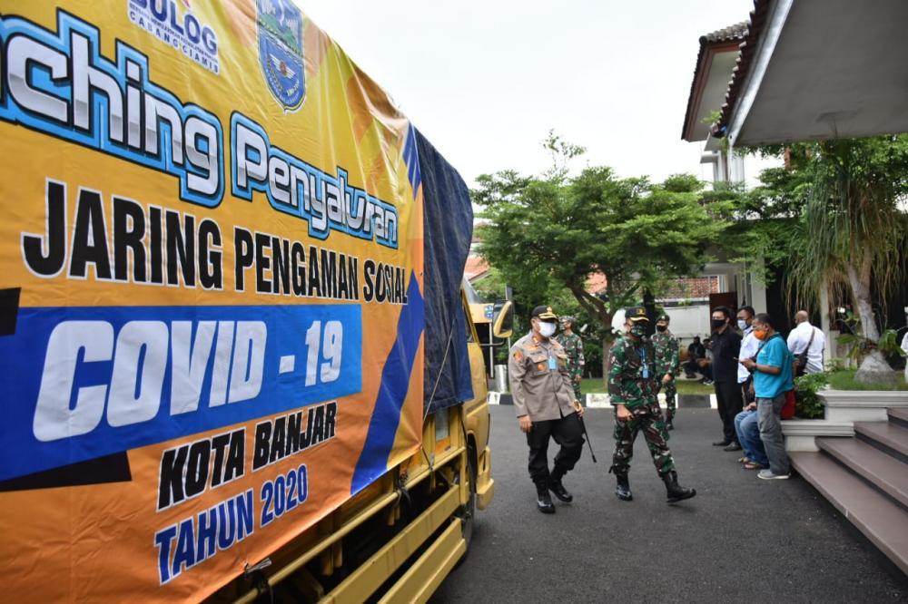 Hari Pertama PSBB Kota Banjar Mulai Mendistribusikan JPS  8531 Kepala Keluarga