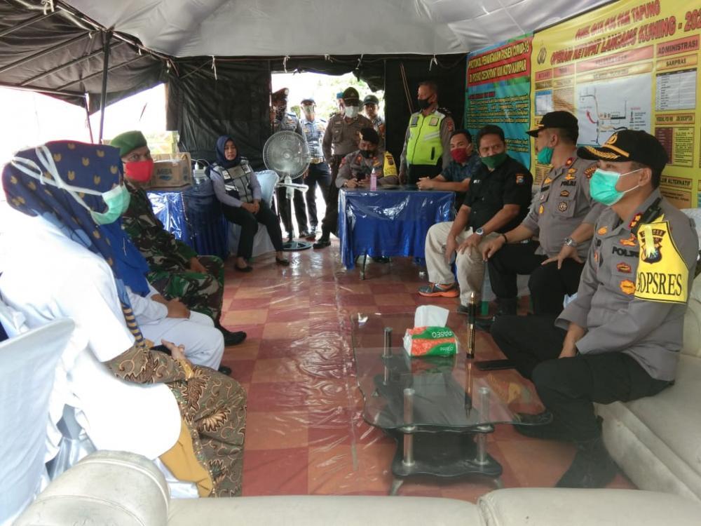 Kapolres Kampar Tinjau Pospam Ops Ketupat Lancang Kuning 2020 di Simpang Petapahan Tapung