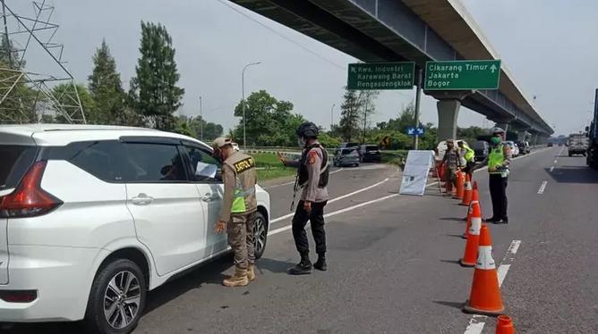 Dinas Perhubungan DKI Putar Balik Mobil 2.900 Ke Daerah Asal Karena Tidak Memiliki Ini