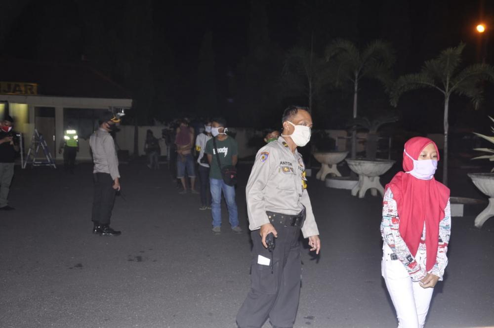 Ratusan Personel Gabungan Melakukan Patroli Berskala Besar Di Malam Takbiran Di Kota Banjar