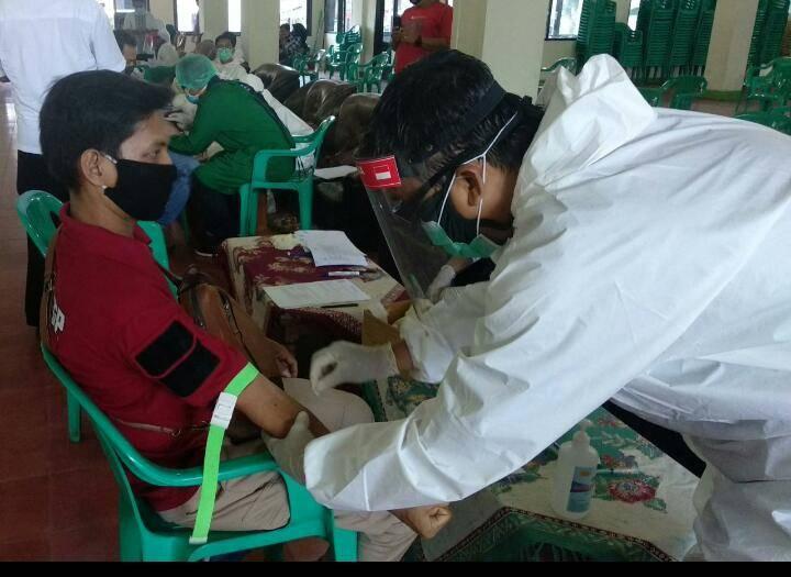 Walikota Banjar Saksikan Rapid Test Massal Jemaah Mesjid Agung