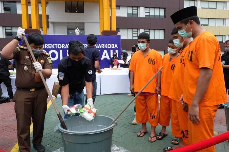 Polda Riau Musnahkan 26,83 KG Sabu
