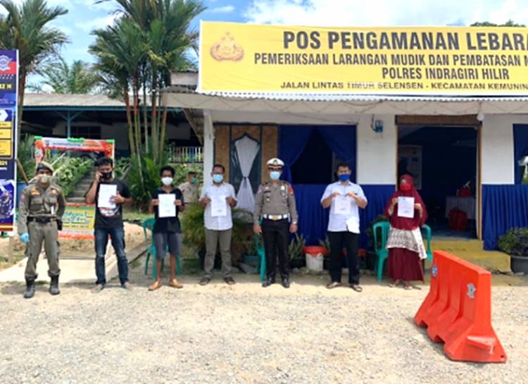 Polres Inhil Laksanakan Pemeriksaan Penyekatan Kendaraan Keluar-Masuk Wilayah Inhil Secara Humanis