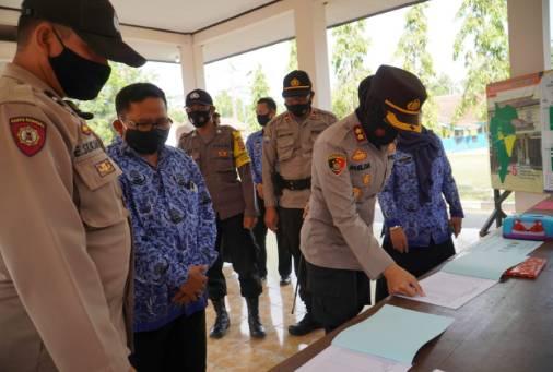 Kapolres Banjar Polda Jabar Cek Kesiapan dan Kelengkapan Data di Posko PPKM Mikro Tingkat Desa