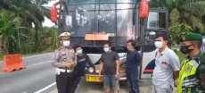 Beralih Fungsi Jadi Kendaraan Paket,  Satu Unit Bus Harus Putar Balik Di Perbatasan Inhil – Jambi.