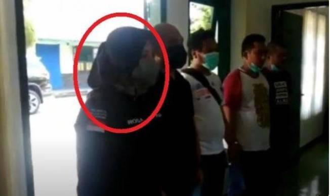 Masih ingat Polisi Wanita (Polwan) bernama Kompol Anria Rosa Piliang?,Kasat Narkoba Yang Salah Grebek Perwira TNI AD,Ini Nasibnya