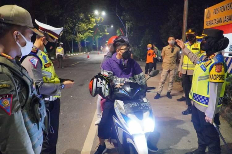 Kapolres Banjar Pimpin Operasi Penyekatan Larangan Mudik, Puluhan Kendaraan Dipaksa Putar Balik