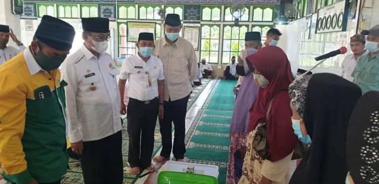 Safari di Enok, Bupati Inhil Salurkan Paket Premium Ramadhan Baznas