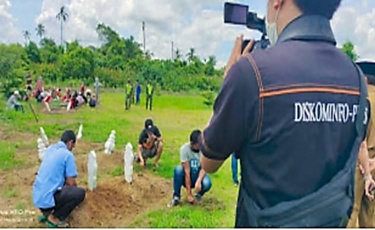 Tim Satgas Covid-19 Inhil Tempuh Tindakan Tegas, Pelanggar Prokes di Sanksi Bersihkan Makam Pasien Covid-19