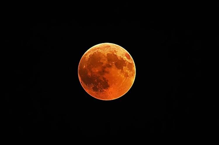 Nanti Malam Gerhana Bulan Total, Dapat Dilihat Tanpa Pakai Alat Bantu Optik