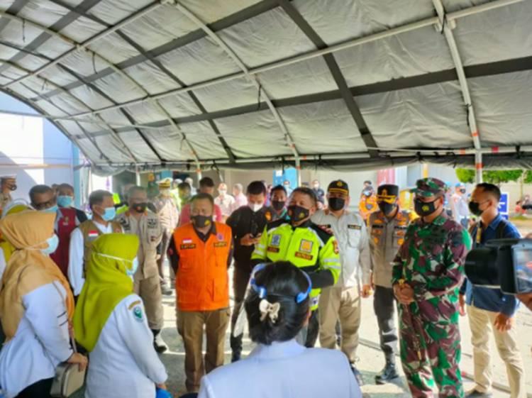 Kapolda Riau Tinjau Pelaksanaan Vaksinasi Massal Bagi Lansia di Kota Bangkinang