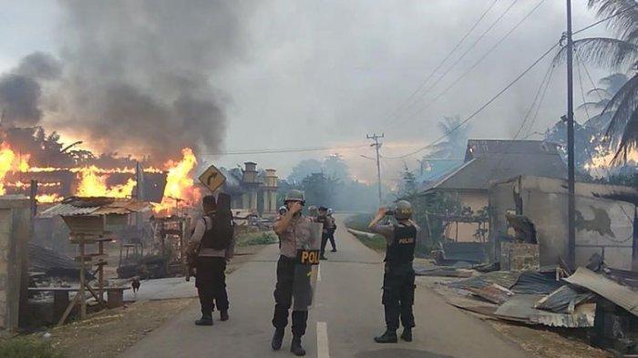 Dipicu Konvoi Motor Knalpot Racing, Dua Desa Bentrok saat Lebaran Puluhan Rumah Dibakar