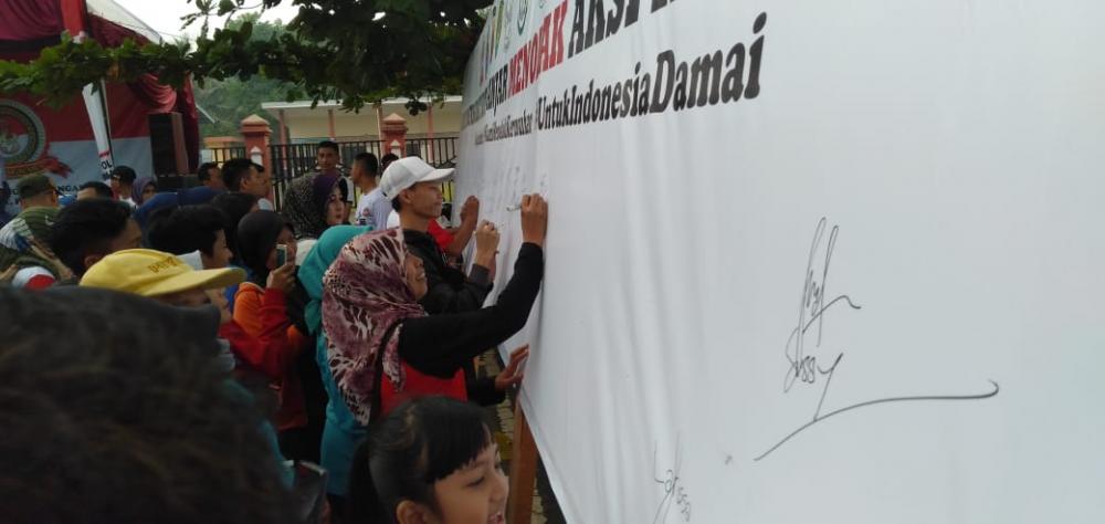 Masyarakat Kota Banjar Berikan Tanda Tangan Tolak Kerusuhan, dan Dukung Keamanan Pasca Pemilu 2019