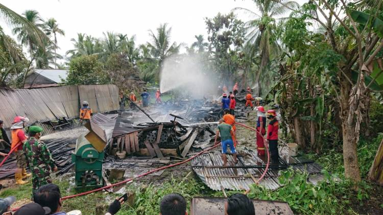 Ditinggal Berladang Satu unit Rumah di Pekan arba hangus Terbakar.