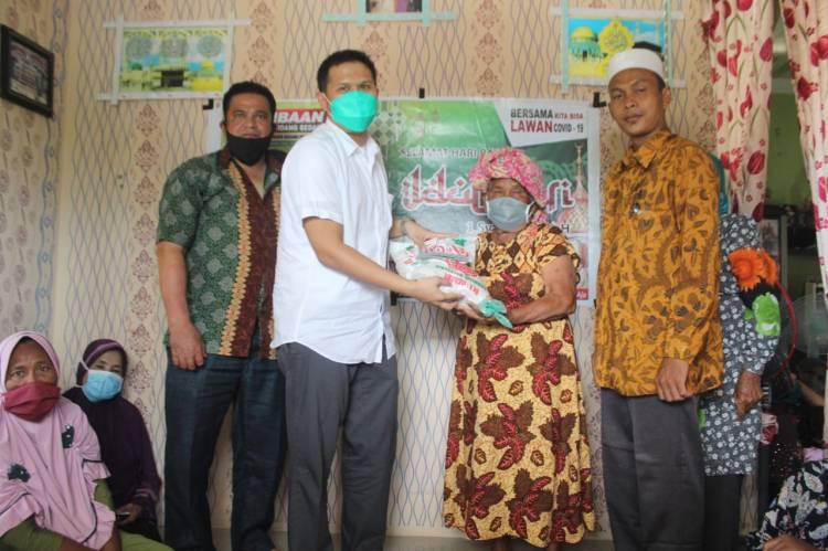 Ketua GP Ansor Sumut Berikan 50 paket Sembako Kepada Masyarakat Kurang Mampu