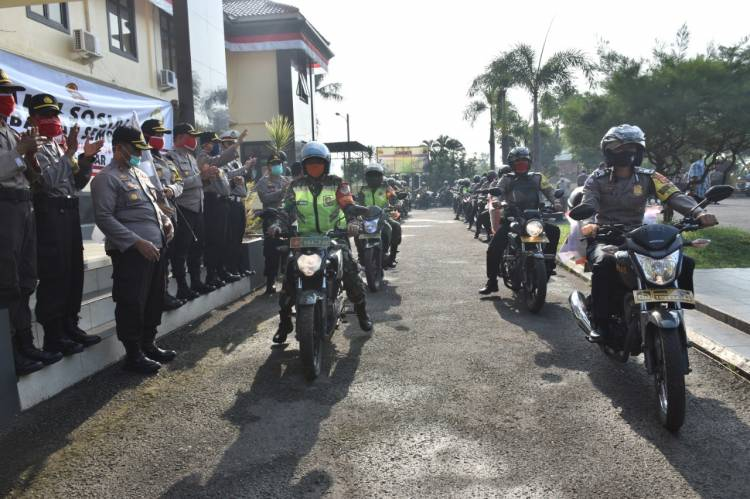Sinergi TNI Polri Bagikan Sembako Dalam Rangka Hari Bhayangkara Ke 74