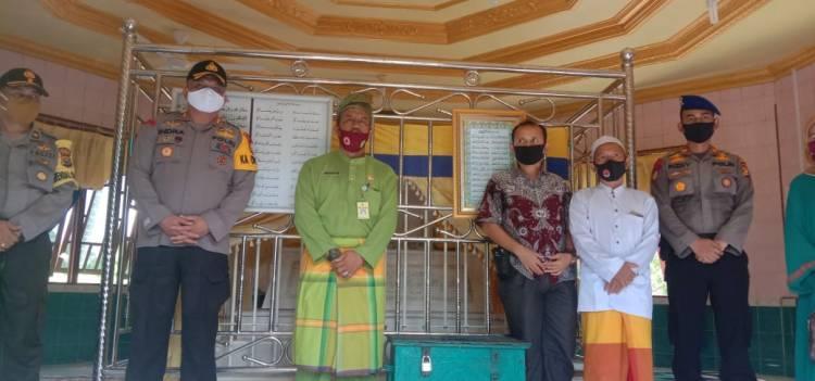 Ziarah Ke Makam Tuan Guru Sapat  Ahli Waris Syekh Abdurahman Siddiq Sambut Kapolres