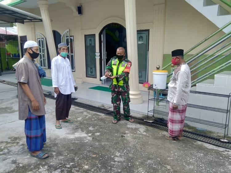Anggota Koramil 05/ Rupat Sosialisasikan Protokol Kesehatan di Tempat Ibadah
