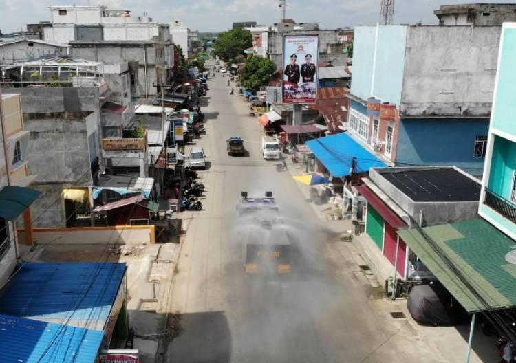 Mobil Armoured Water Canon Basahi Kota Tembilahan,Dengan Cairan Disinfektan
