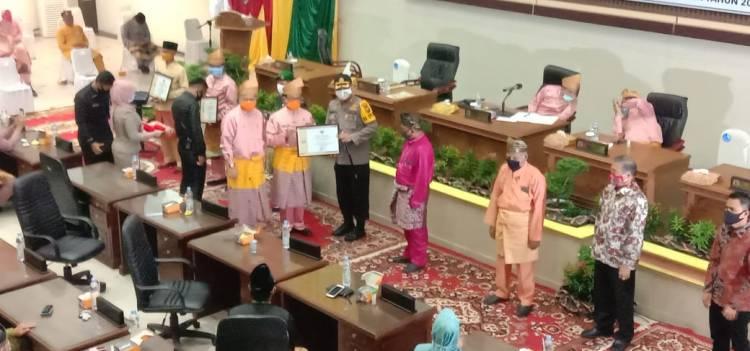 Terima Penghargaan dari Bupati Inhil,Kapolres Inhil : Saya Hanya mewakili Kawan-Kawan Saja