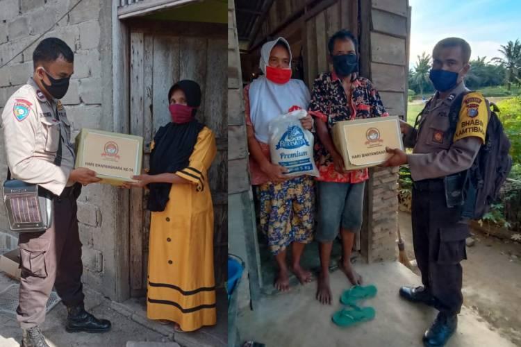 Salurkan Paket Sembako Bantuan Polres Rohil, Polsek Pujud Kerahkan Para Bhabinkamtibmas