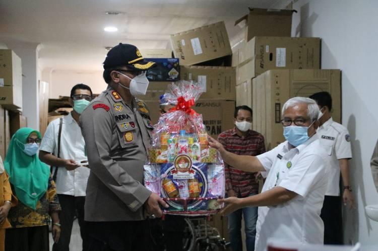 Hari Bhayangkara Ke 74, Kapolres Inhil Beri Dukungan Kepada Tim Medis Penaganan Covid 19.