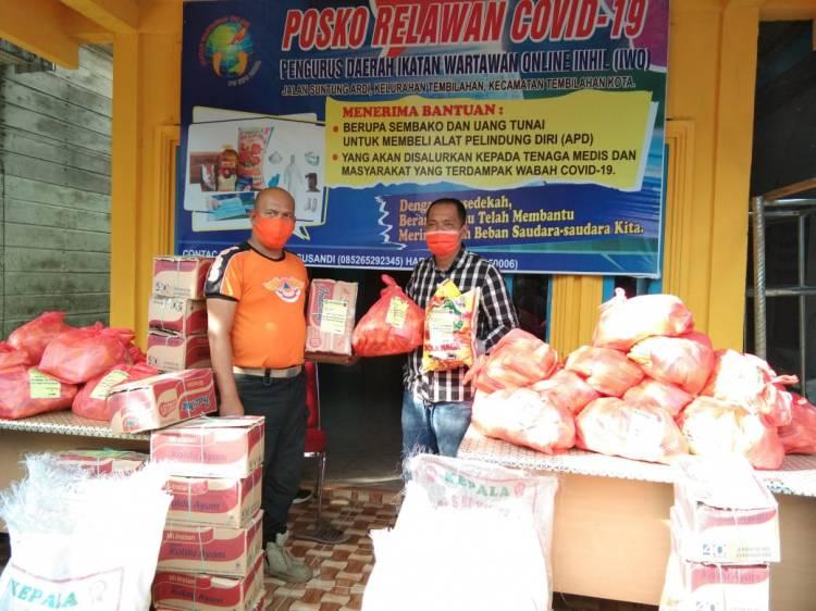 Relawan Covid 19 IWO Inhil Dipercaya Untuk Menyalurkan 50 Paket Sembako Dari Tim Gugus Tugas