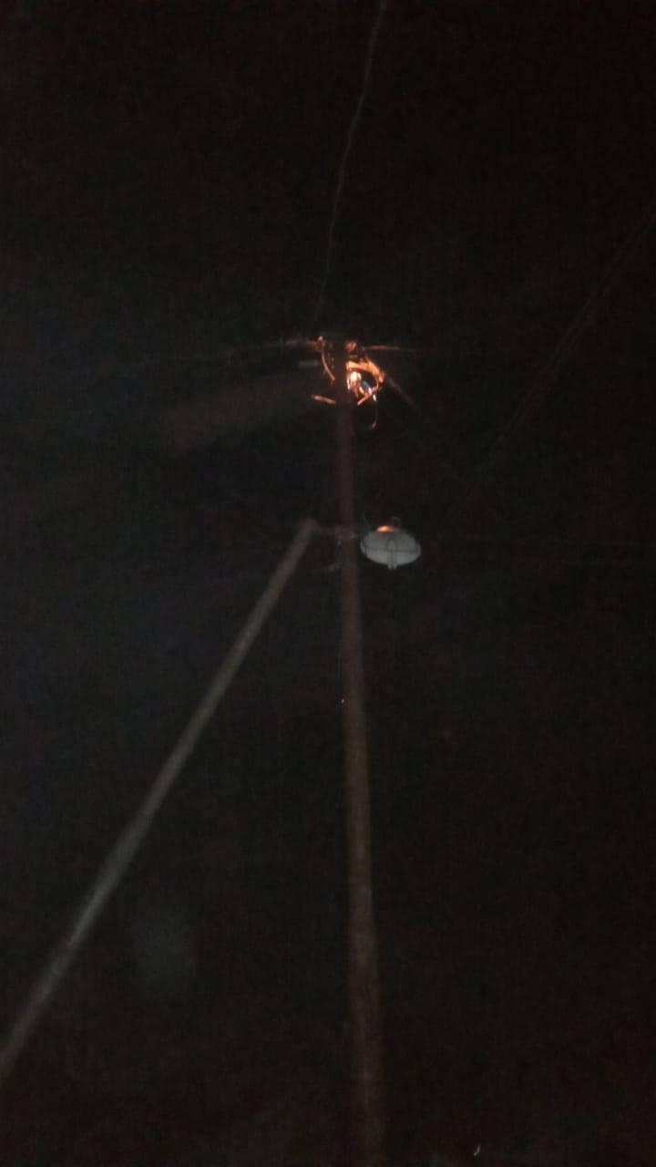 Keluarkan percikan Api jaringan listrik jalan Pekan Arba  karena korsleting listrik.