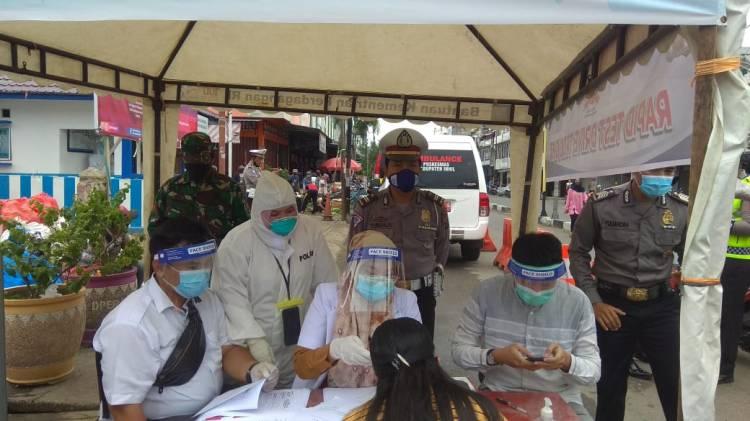 HUT Bhayangkara ke-74, Polres inhil bersama Dinas Kesehatan Laksanakan Rapid Tes Gratis di 3 Pasar