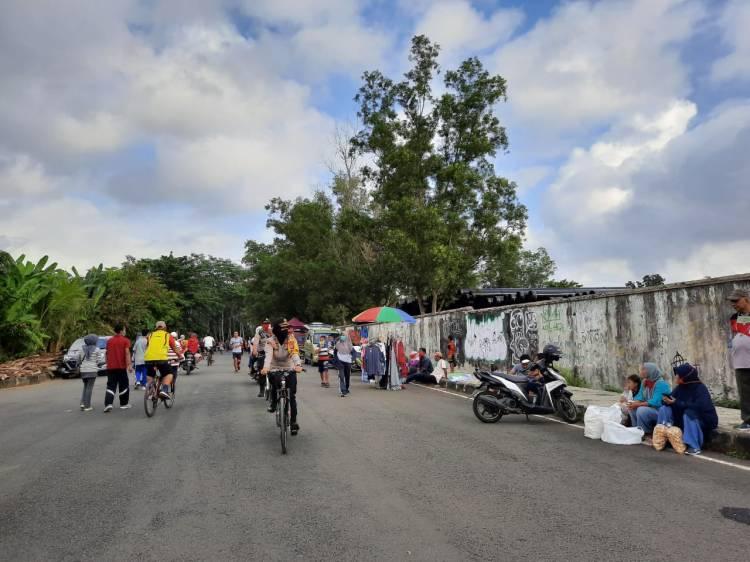 Dengan Menggunakan Sepeda, Kapolres Banjar Tinjau Pelaksanaan Swab Test