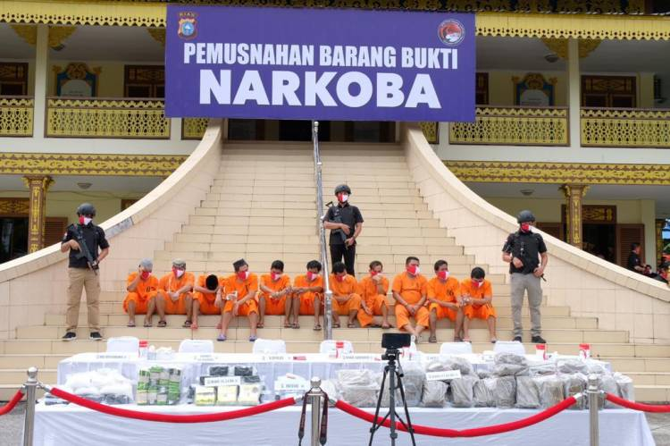 Musnahkan Barang Bukti Dikantor LAM, Kapolda Riau Ajak Semua Pihak Berantas Narkoba.